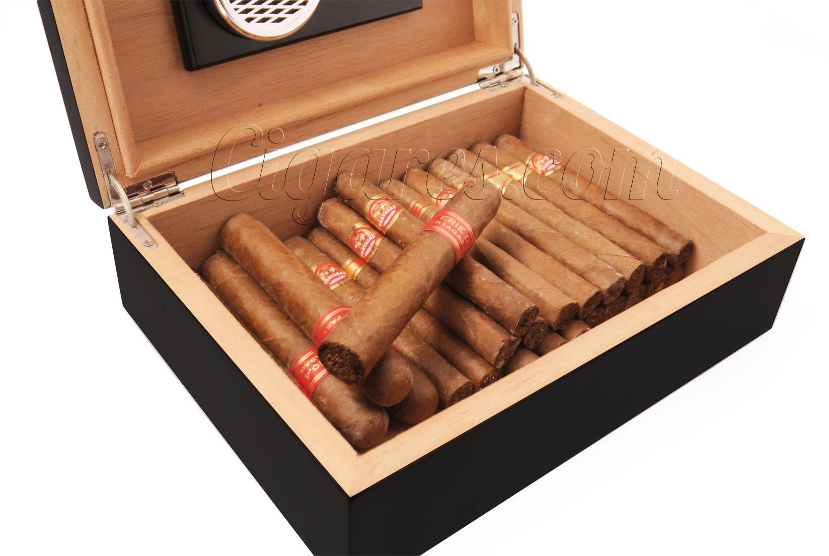 voyager avec ses cigares. Black Bedroom Furniture Sets. Home Design Ideas